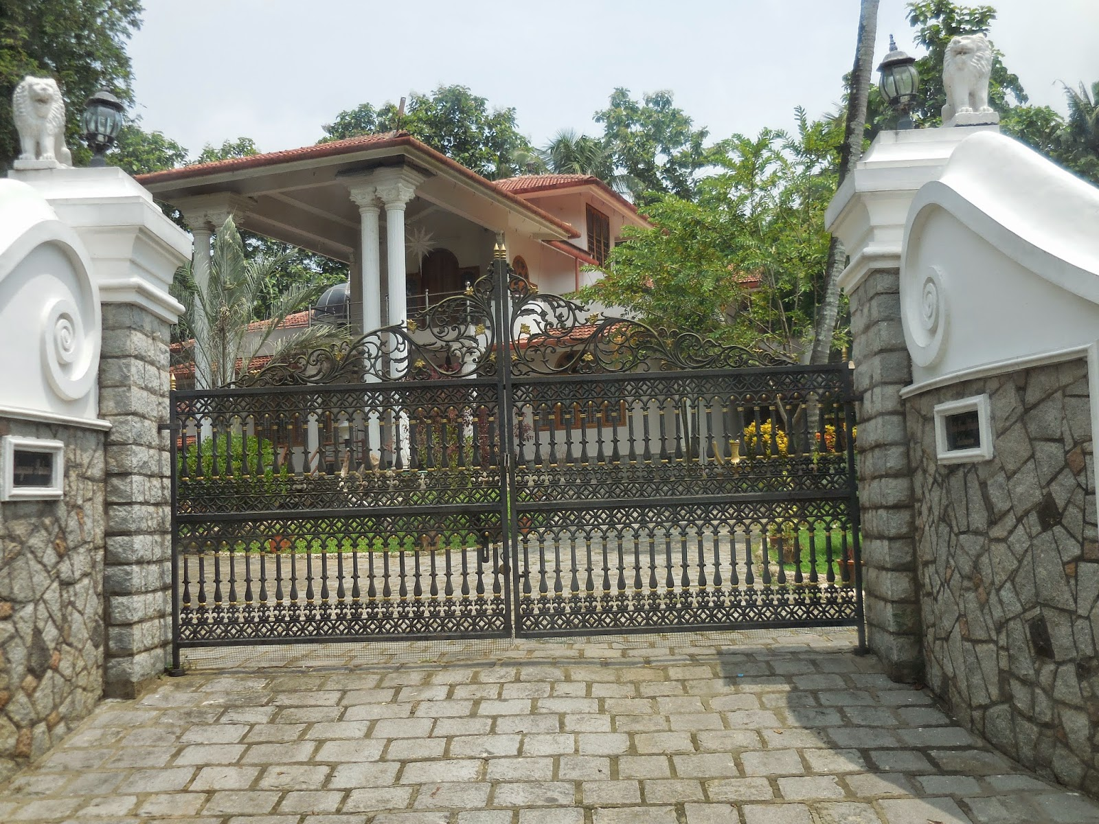 Kerala gate designs house gate desings in kerala for Home gate design