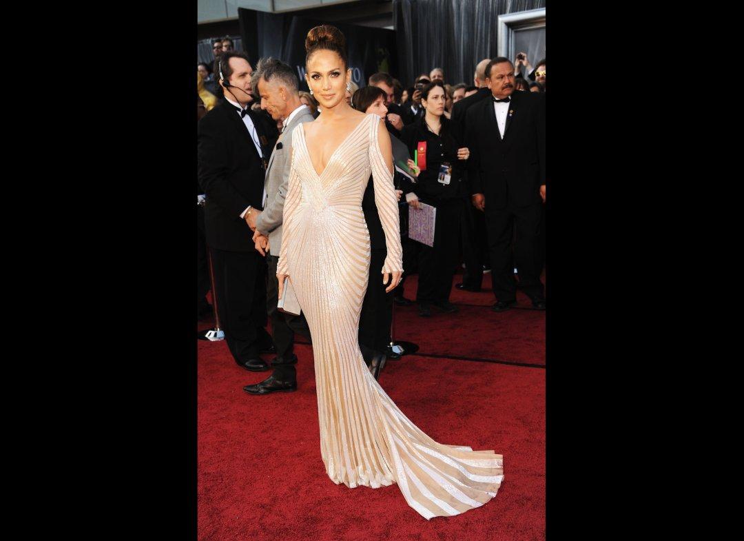 http://4.bp.blogspot.com/-AbNzBVZolTE/T0rdpkYZxbI/AAAAAAAAAvY/cWosk436b_M/s1600/Jennifer_Lopez_Oscars.jpg