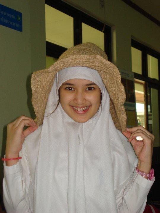 Foto Rosiana Barbie, Bintang Film SMA Cakep Berhijab
