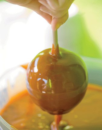 You Can Make Your Own Caramel Apples At Home! Here's How!