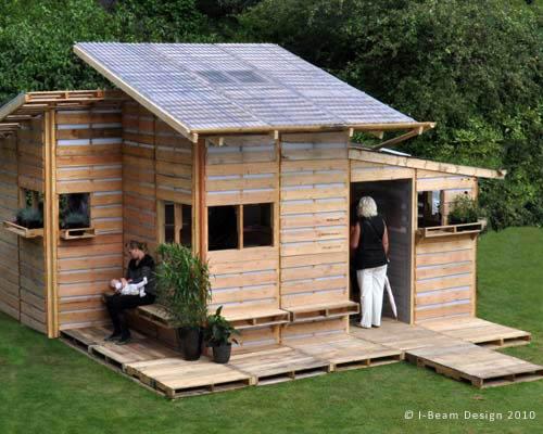 Casa barata hecha de pallets de madera
