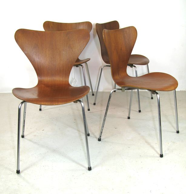 3107 series 7 chairs designed by Arne Jacobsen for Fritz Hansen