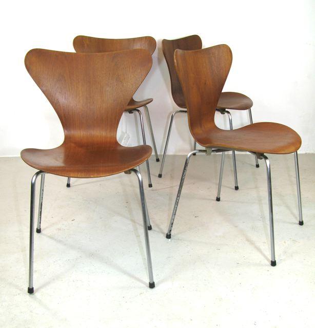 3107 series 7 chairs designed by Arne Jacobsen for Fritz Hansen