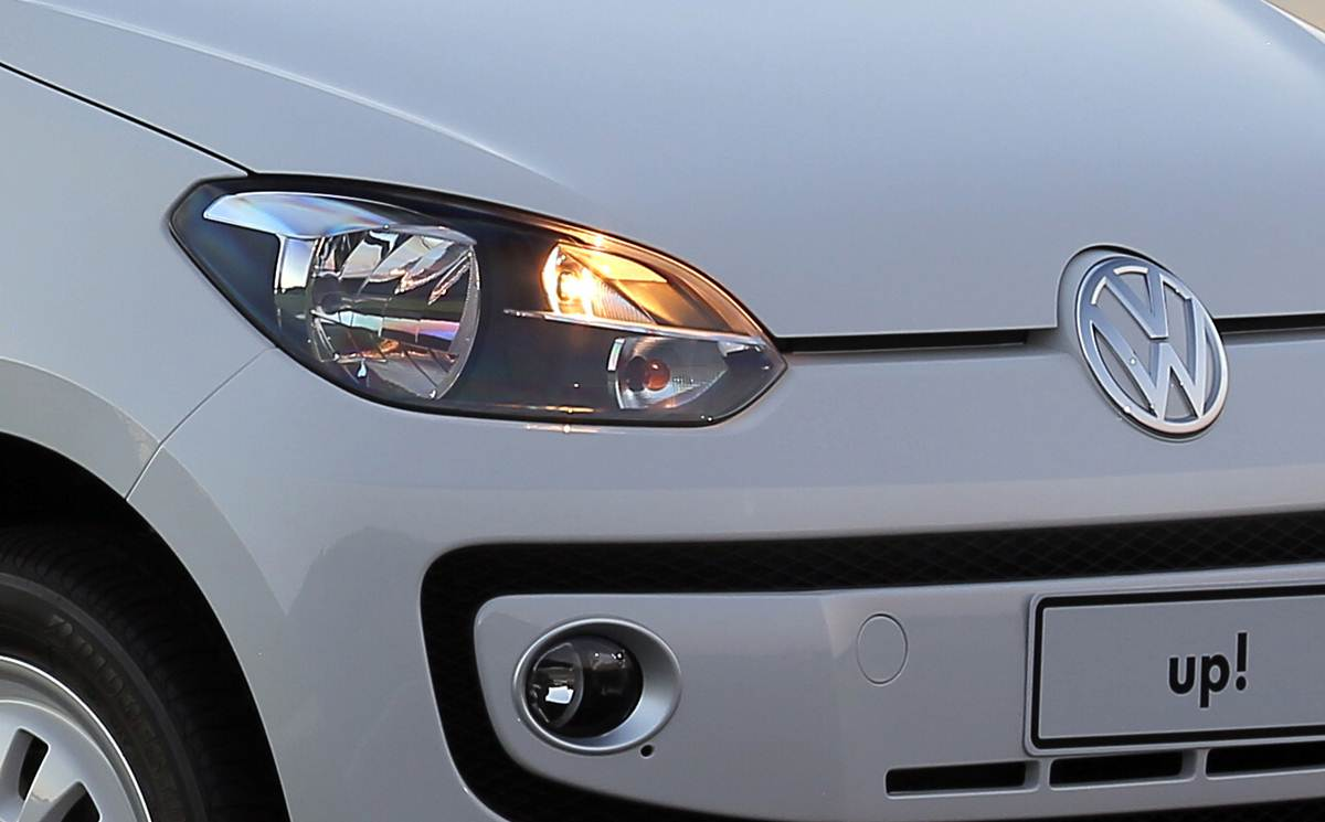 Novo Volkswagen up! - faróis com máscara negra