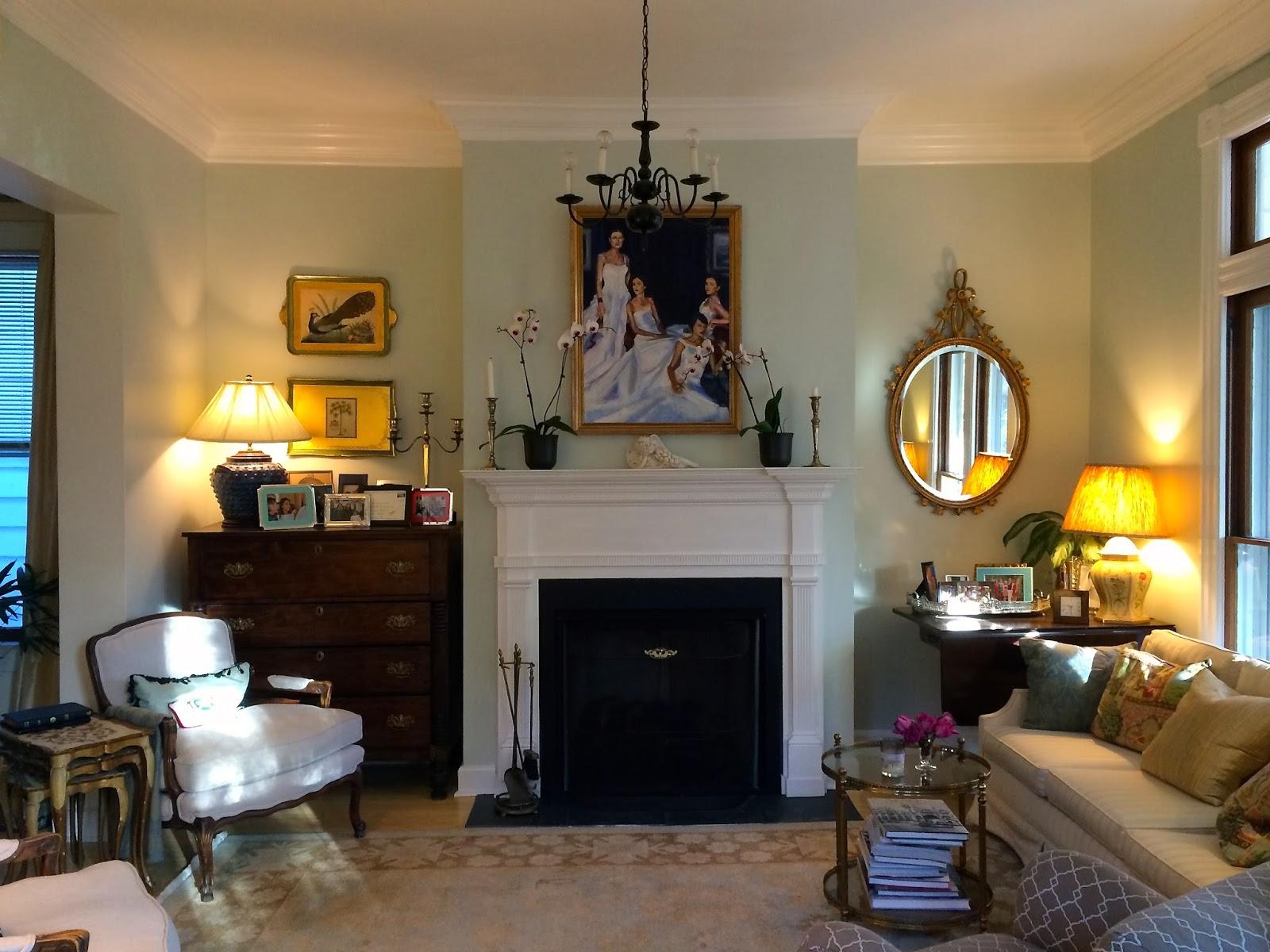 mel liza living room diy crown molding before after. Black Bedroom Furniture Sets. Home Design Ideas