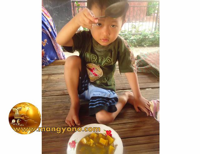 FOTO : Kolak labu campur kacang iji. Anak saya yang kecil pun suka ....