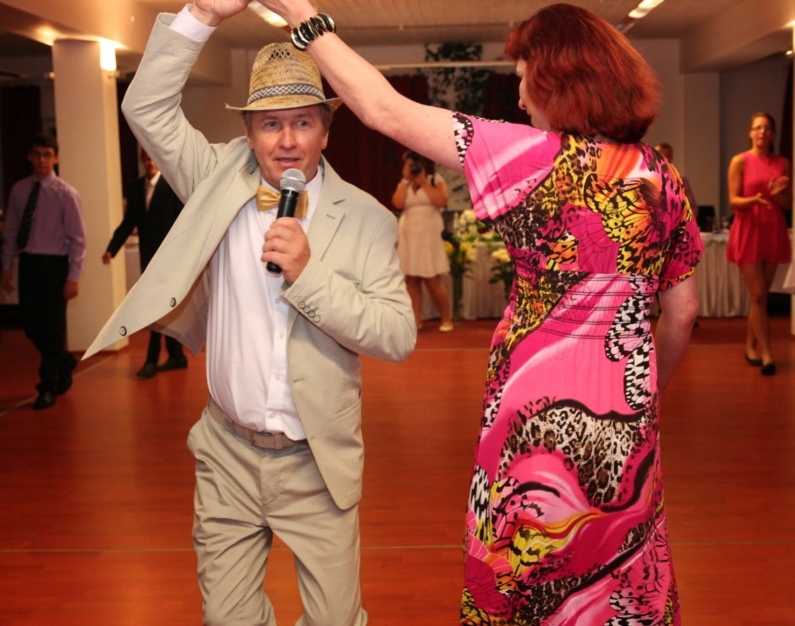 Pulmavanem tantsumängu õpetamas!