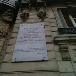 *Plaque : ICI Jean MONNET, FONDATEUR DE LA CE ...*