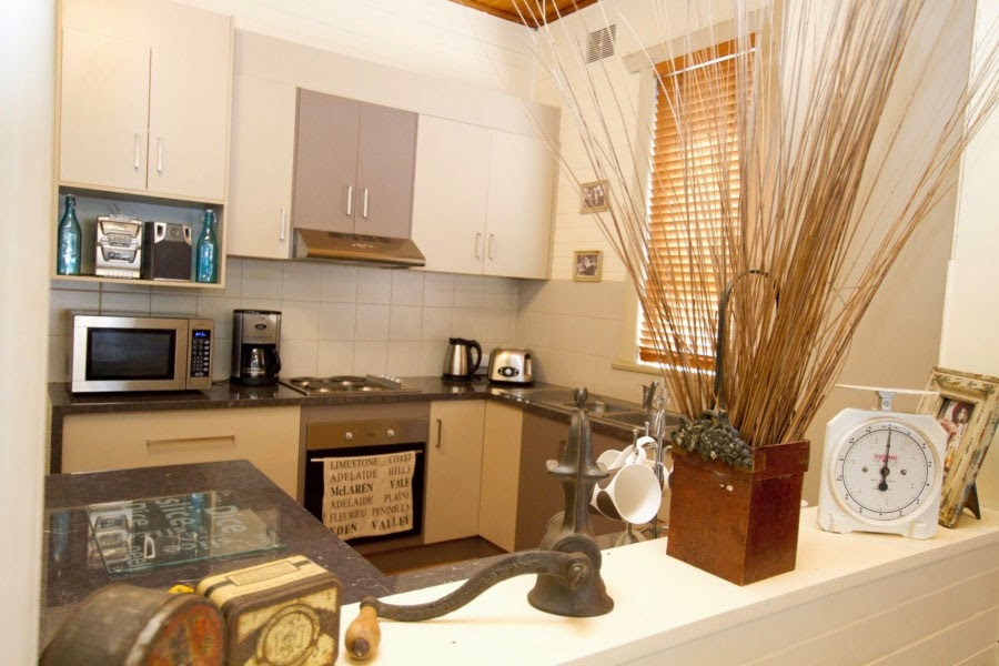 Anderl's Beachport Cottage Kitchen