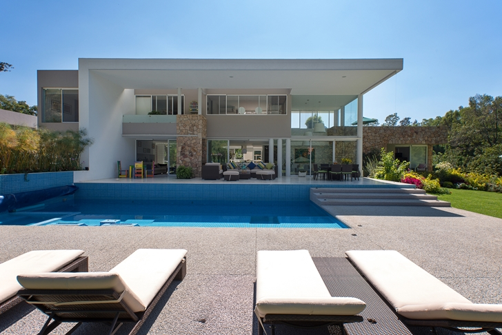 Modern Casa del Viento by A-oo1 Taller de Arquitectura with swimming pool