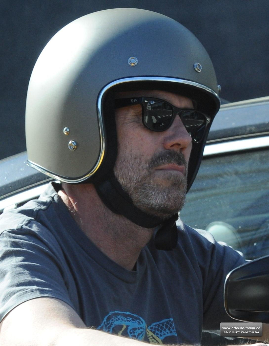http://4.bp.blogspot.com/-AeB7GfQoYG0/T1P4fv0YqeI/AAAAAAAAA1g/eoBc4dreJmo/s1600/Hugh+Laurie+-+Riding+his+Harley+Davidson+along+the+Sunset+Boulevard+-+March+20123.jpg