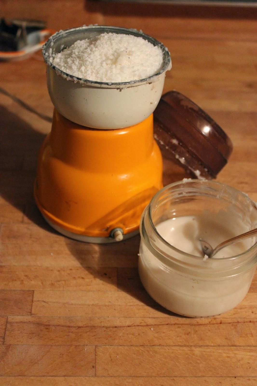 cuill re et saladier beurre de coco maison sans vitamix. Black Bedroom Furniture Sets. Home Design Ideas