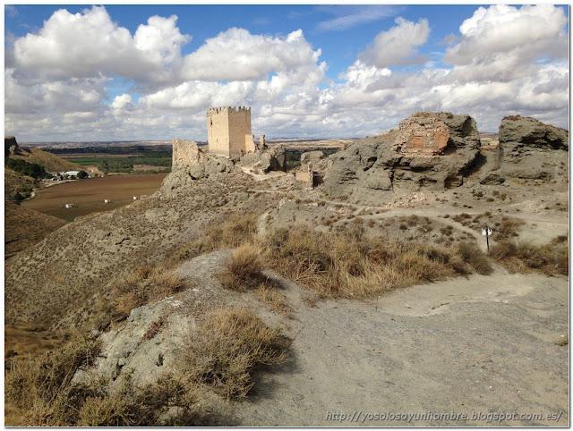 Vista del castillo desde el poblado