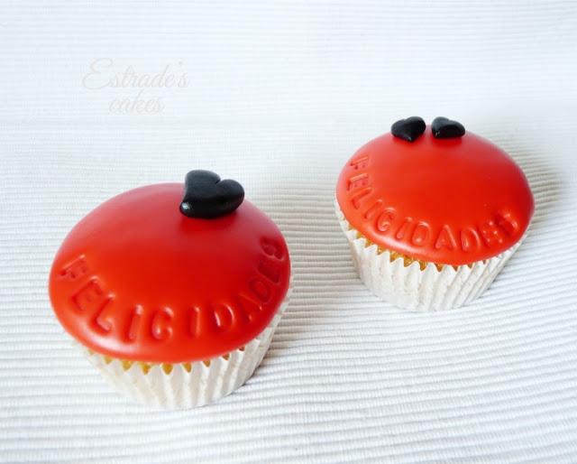 cupcakes de felicitación con fondant - 02