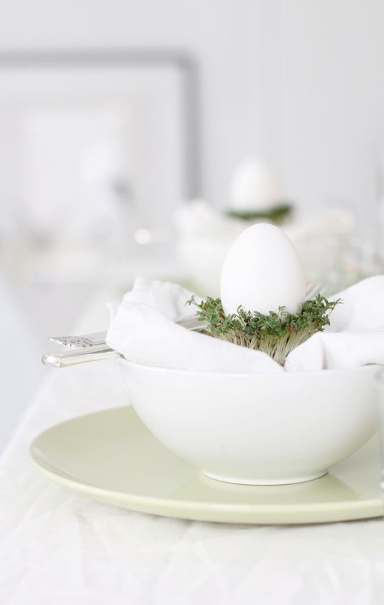 http://interiorsdesignblog.com/easter-decorations-part-four/