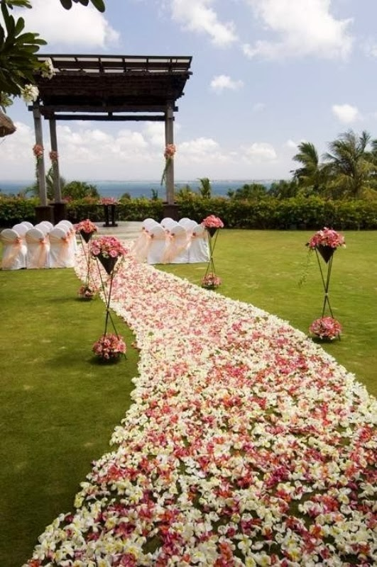 Memorable wedding wedding ceremony aisle decorations for Aisle wedding decoration ideas