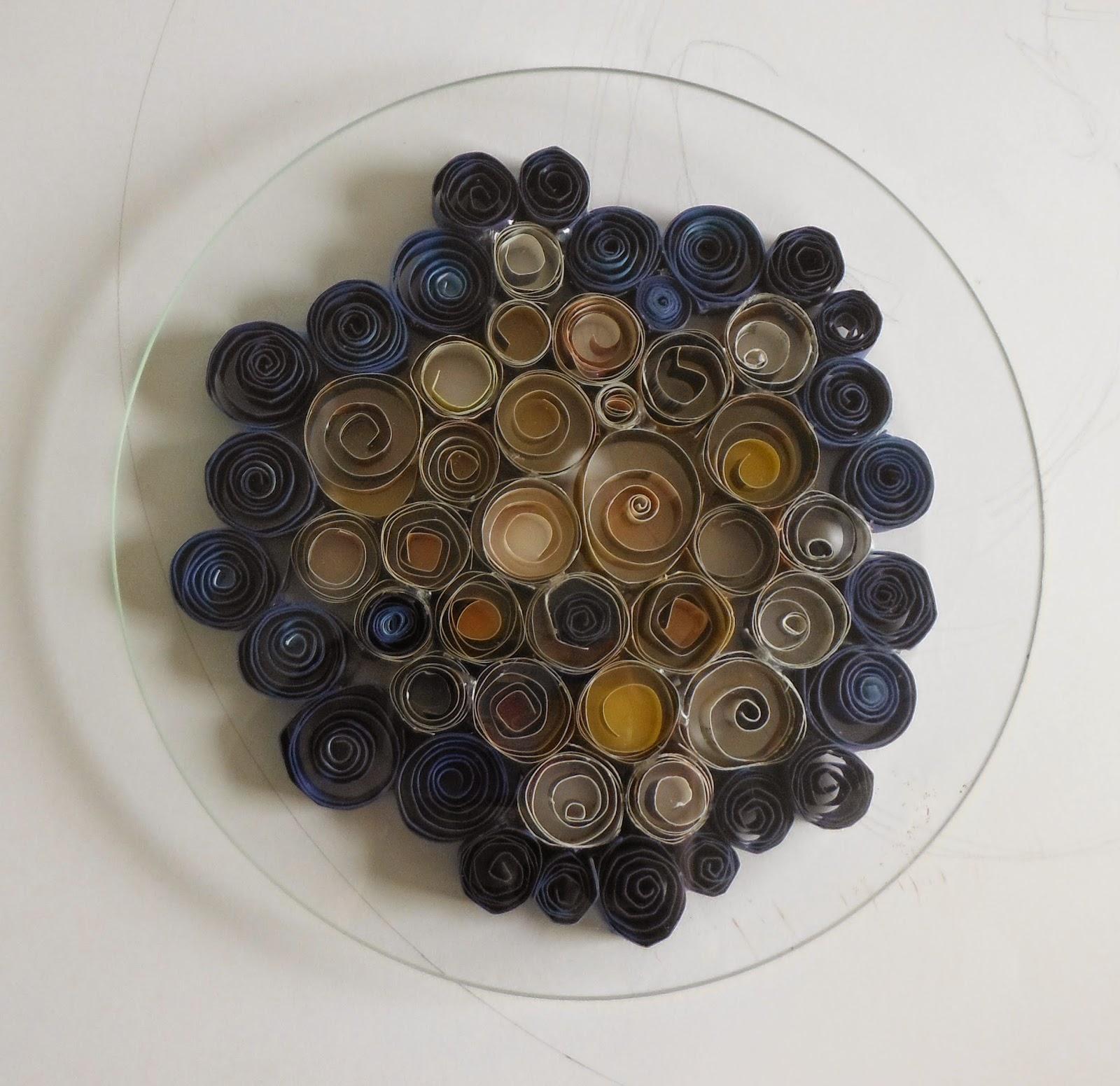 loisirs créatifs faciles enfant primaire création objet utilitaire vase dessous plat cadre miroir avec papier roulé