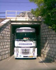 A kamion széles, vagy az alagút keskeny