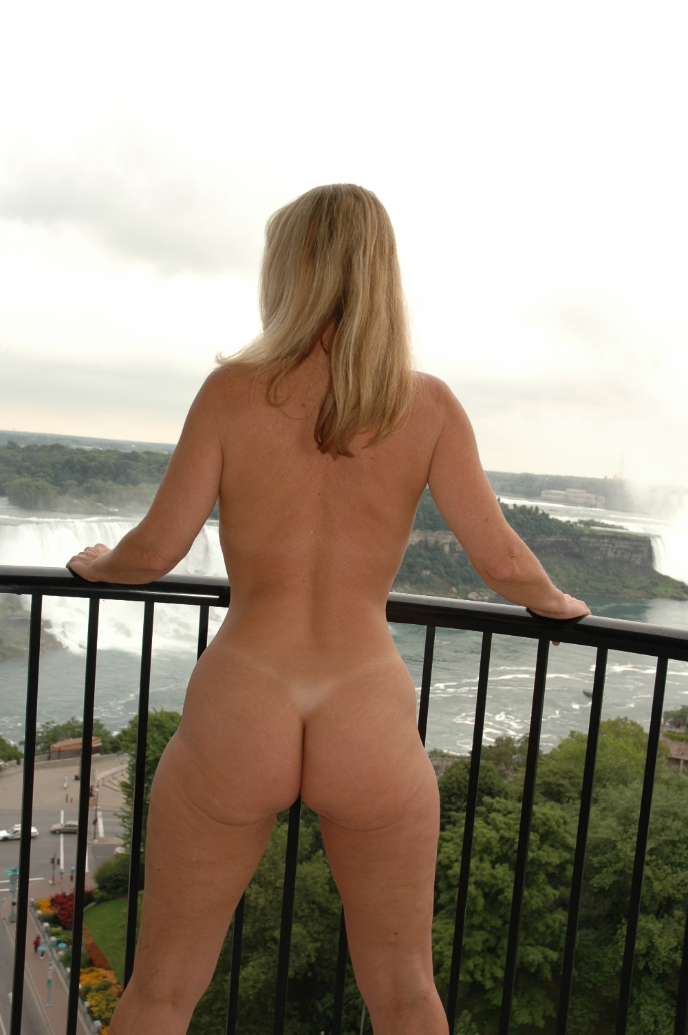 girl posing nude from niagara falls ny