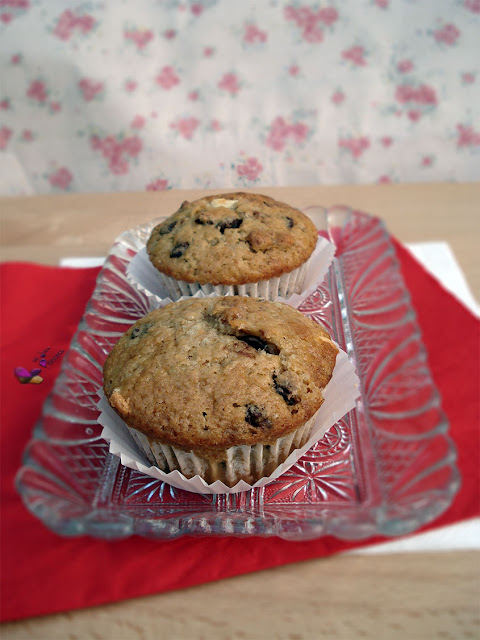 chocolate, chocolate blanco, chocolate negro, chocolate y nueces, muffin, nueces,