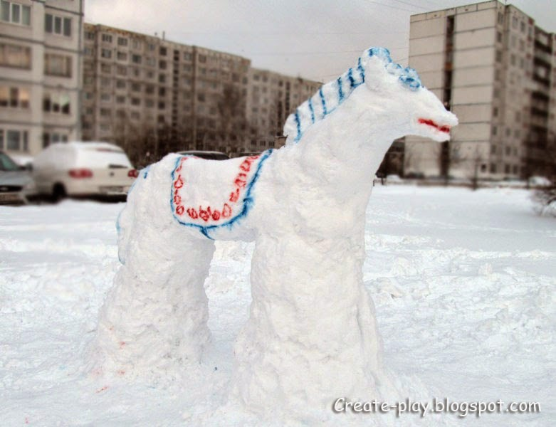 конь из снега слепить