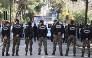 ΟΡΓΙΣΜΕΝΟΙ ΠΟΛΙΤΕΣ ΕΠΙΧΕΙΡΟΥΝ ΝΑ ΕΙΣΒΑΛΟΥΝ ΣΤΗ ΒΟΥΛΗ!! Οργή λαού στην Κύπρο!! Για μία ψήφο! - Παραλίγο να μην περάσει το Μνημόνιο στη Κύπρο!