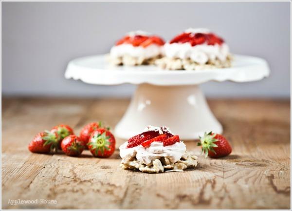 Törtchen Erdbeeren Mascarpone weiße Schokocrossies