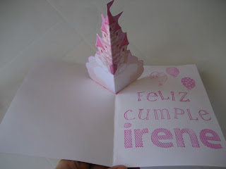 Detalle del pop up. Pop-up birthday card. Carte d'anniversaire pop-up