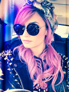 Demi Lovato hair extension