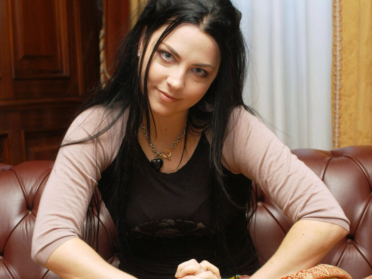 hot sexy pictures of amy lee