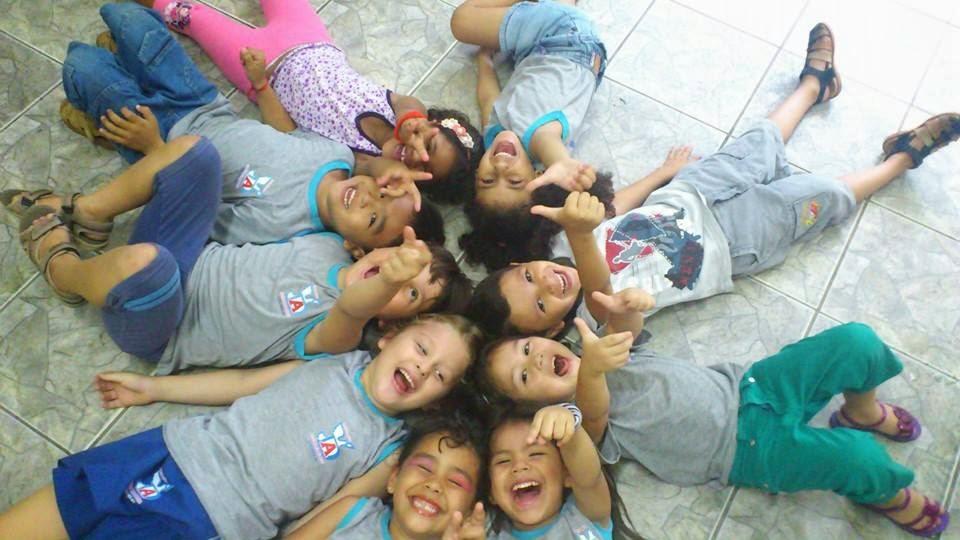 Crescer Aprender e Brincar na Educaão Infatil é ser Amigos para Sempre