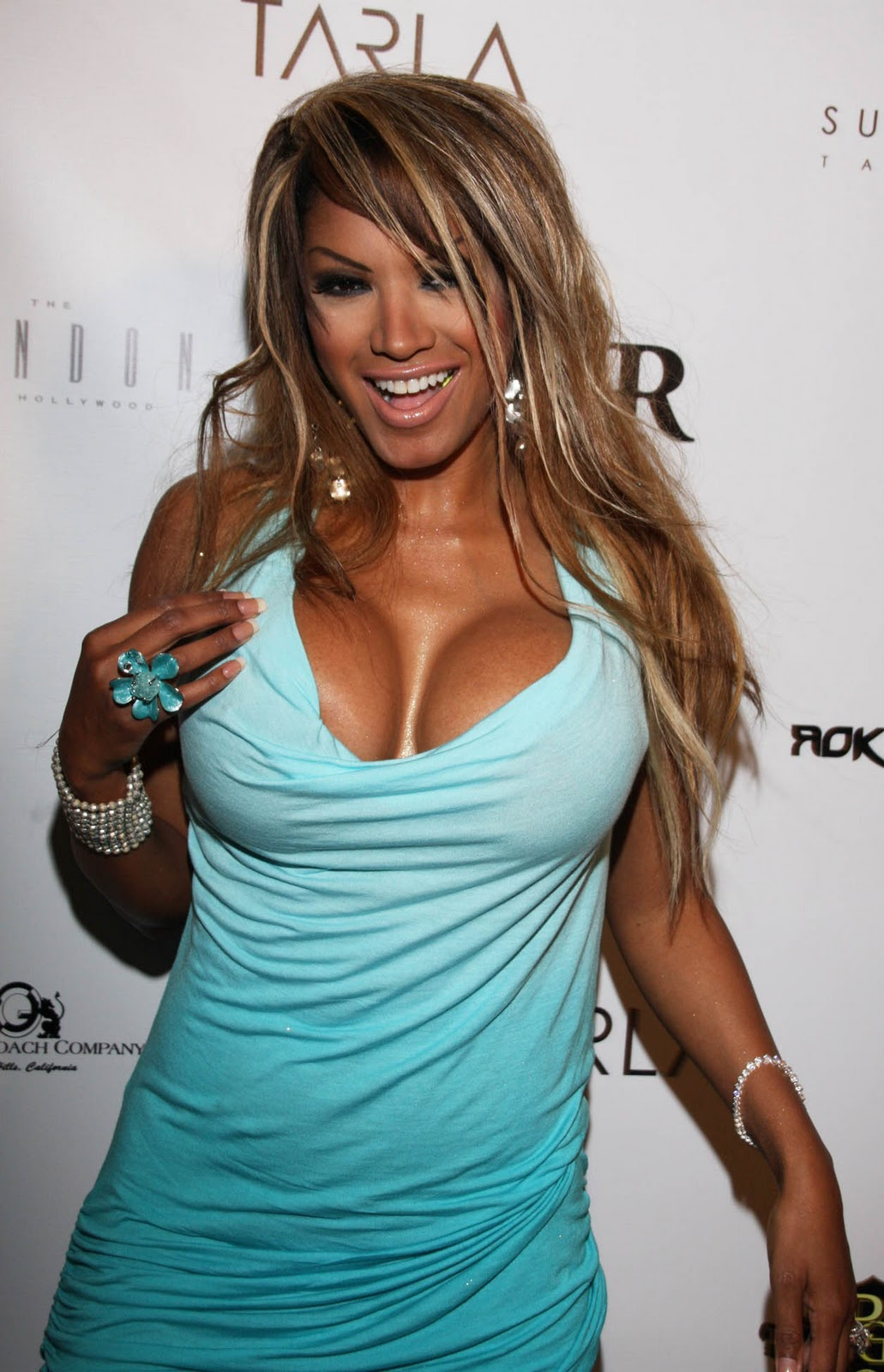 Traci Bingham And Frie... Taylor Momsen Friends