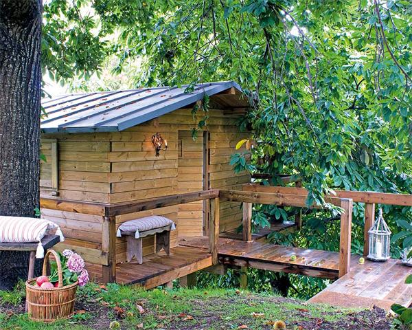 Dormitorio infantil -cabaña de madera pequeña vista