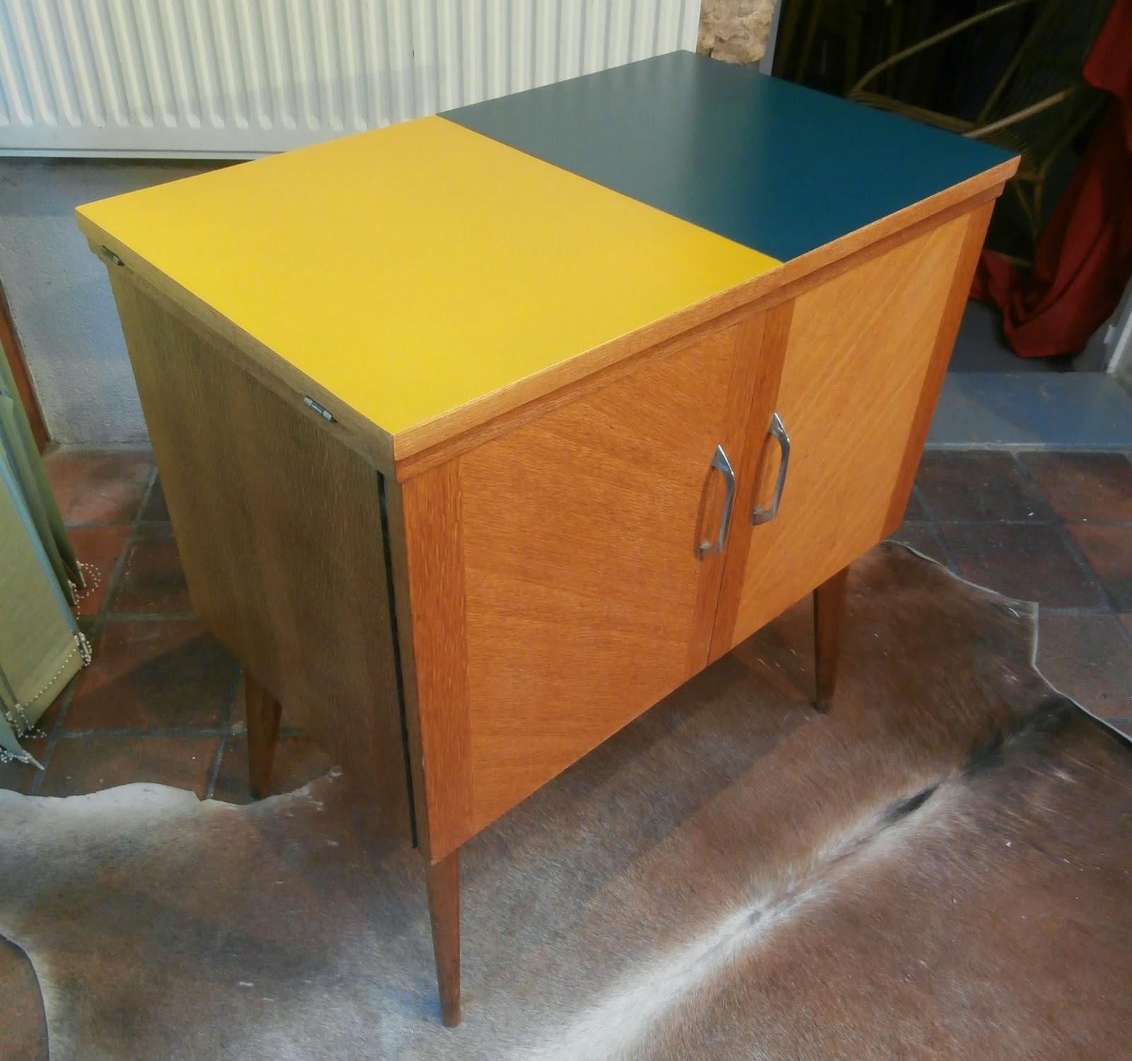 dur e de vie ind termin e meuble de rangement bleu p trole et jaune miel. Black Bedroom Furniture Sets. Home Design Ideas