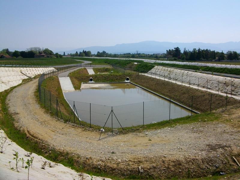 Bassin de r tention enterr des eaux pluviales cours g nie civil outils livres exercices - Terrassement bassin de retention ...