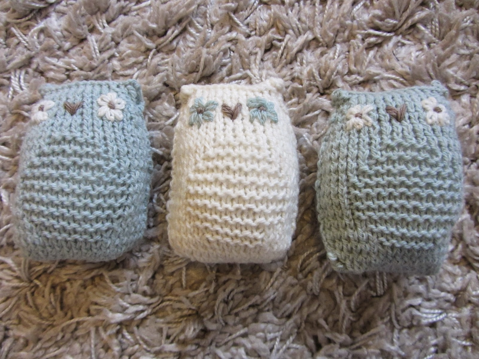 The Bumbling Bee: Knitted owl lavender bags (and a Merry Christmas!)...