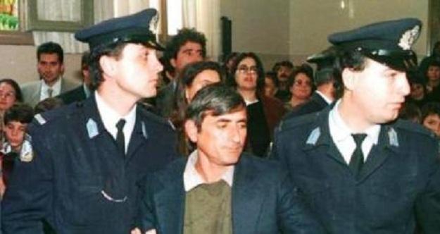 Μανώλης Δουρής.Ο βιαστής και παιδοκτόνος του εξάχρονου γιου του. Αυτοκτόνησε, αφού κακοποιήθηκε επανειλλημένως στη φυλακή