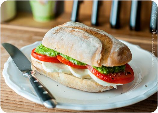 Guten-Morgen-Dinkelbrötchen mit Tomate-Mozzarella