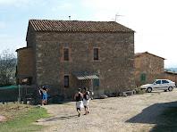 La façana sud-oest de La Muntada