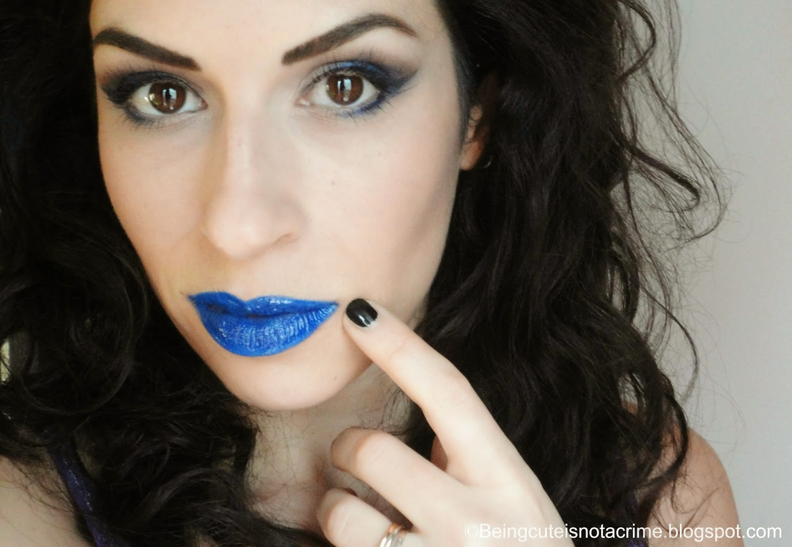 http://beingcuteisnotacrime.blogspot.nl/2014/03/blue-fixation-make-up-look.html