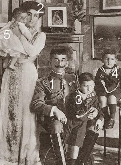 Mirko Dimitri Petrović-Njegoš de Monténégro avec son épouse et trois de leurs enfants