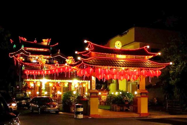 Wisata Religi Kuil Ban Hin Kiong Manado