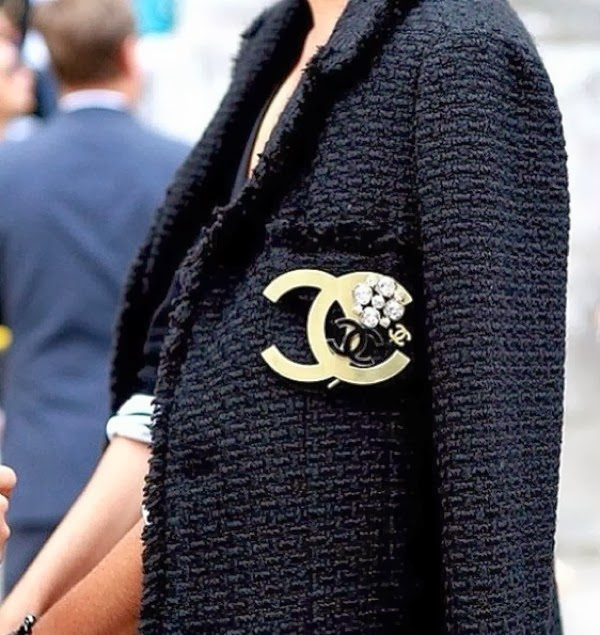 chanel, tweed, blazer, links
