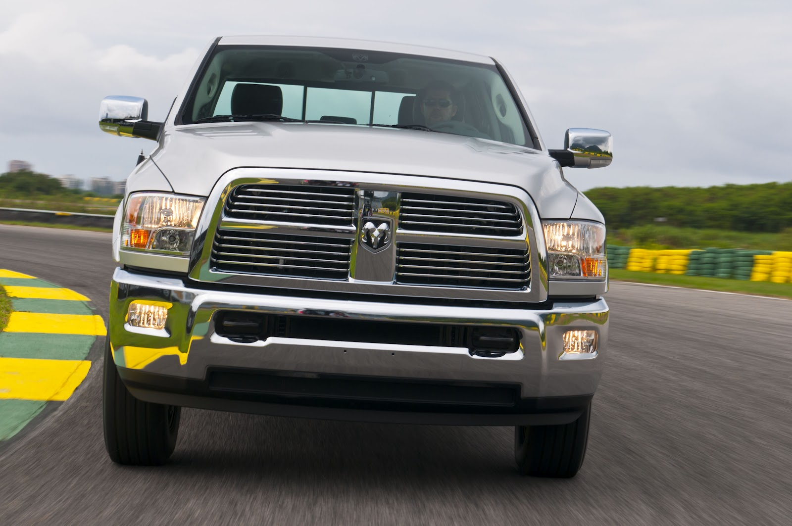 2013 Ram 2500 Hemi Vs Ford F250 | Autos Weblog