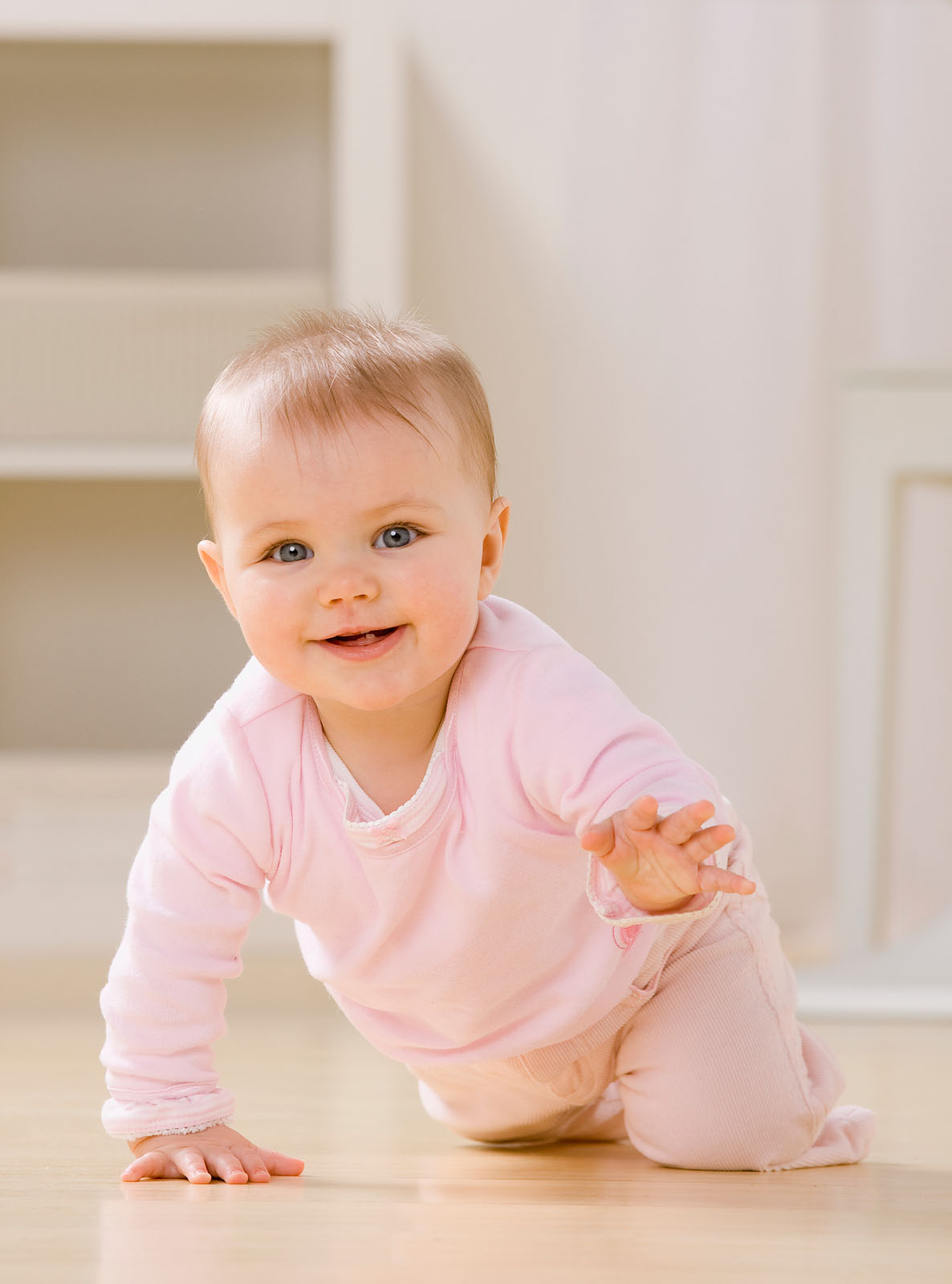 Красная щека у ребенка фото