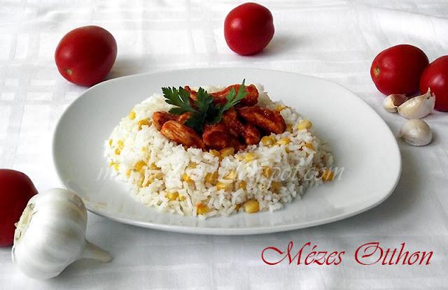 chilis paradicsomos csirke kukoricás rizzsel fotó