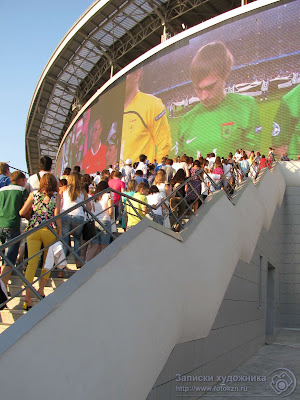 Лестница и световой экран стадиона Казань-арена
