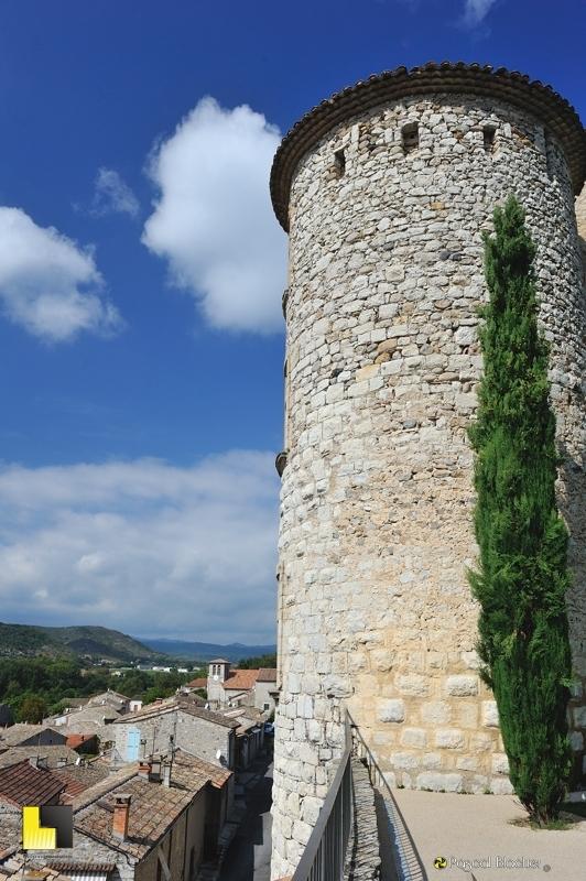 perspective sur Vogüé vue du jardin du château photo blachier pascal