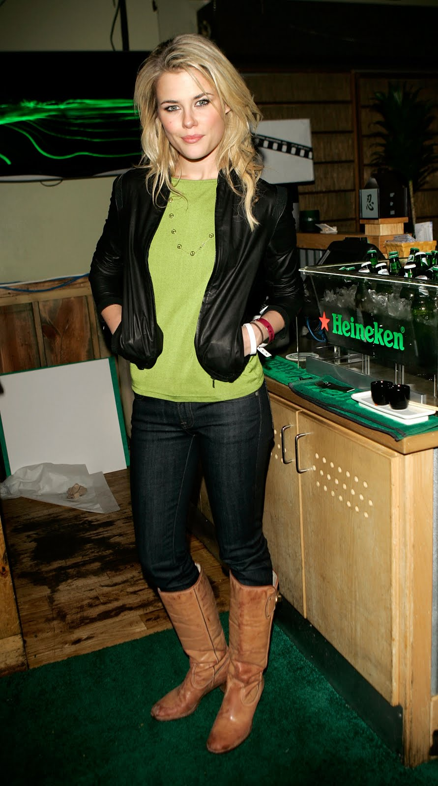 Rachael Taylor - HQ Pictures, Images, Photos