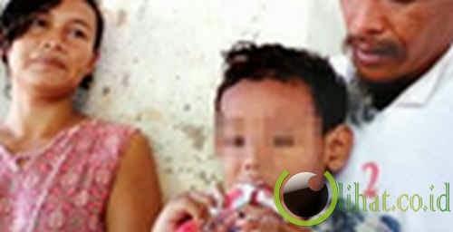 anak kecil suka makan pasta gigi, sabun dan parfum!